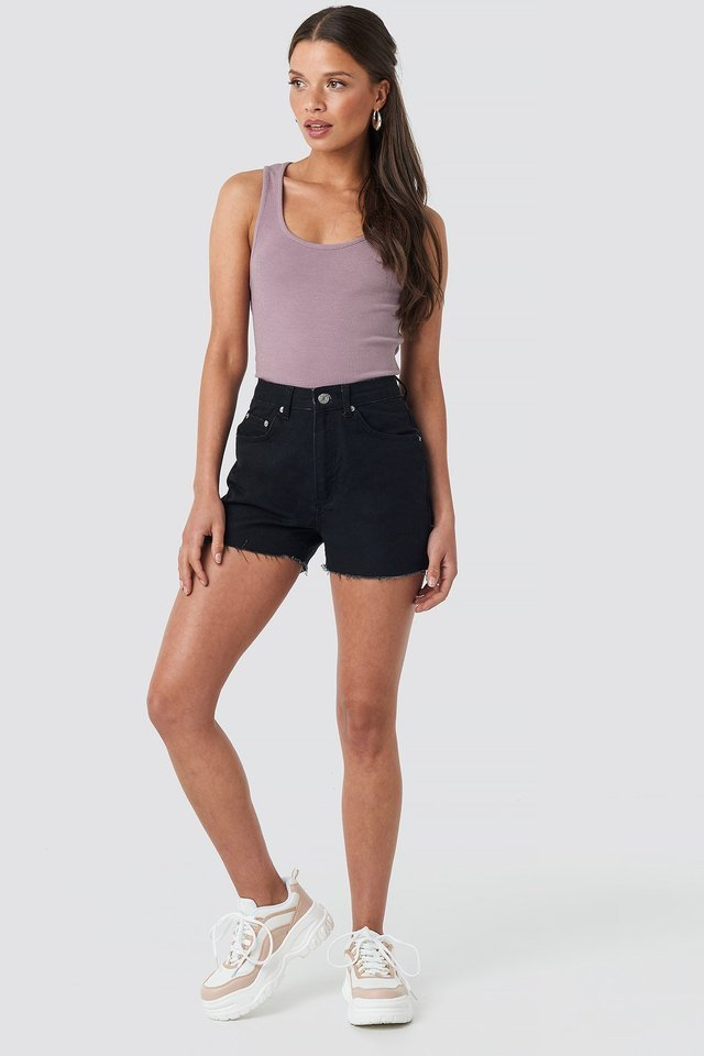 Raw Hem High Waist Denim Shorts Outfit,