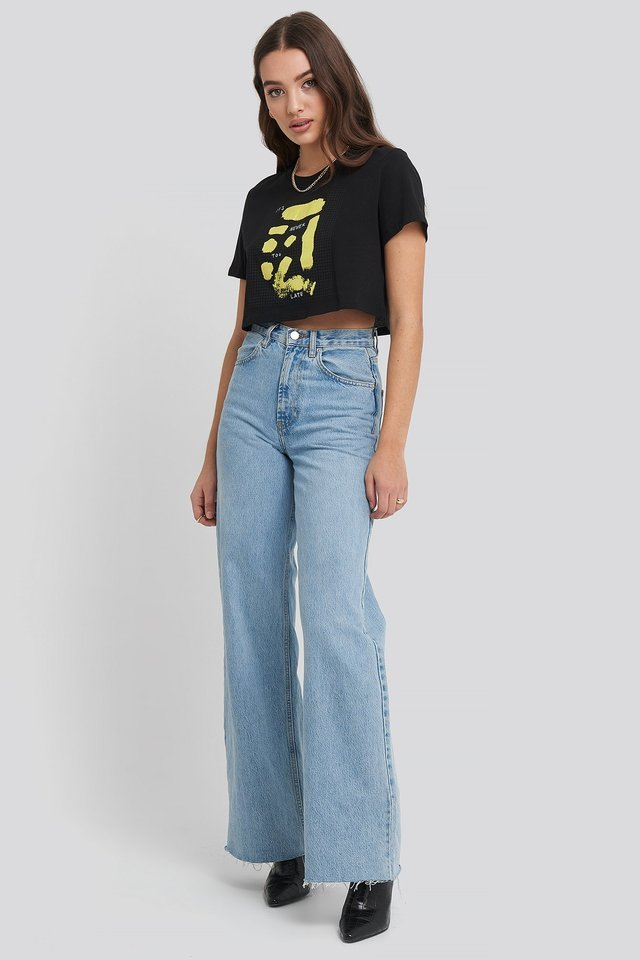 Sign Print Cropped Tee Outfit.