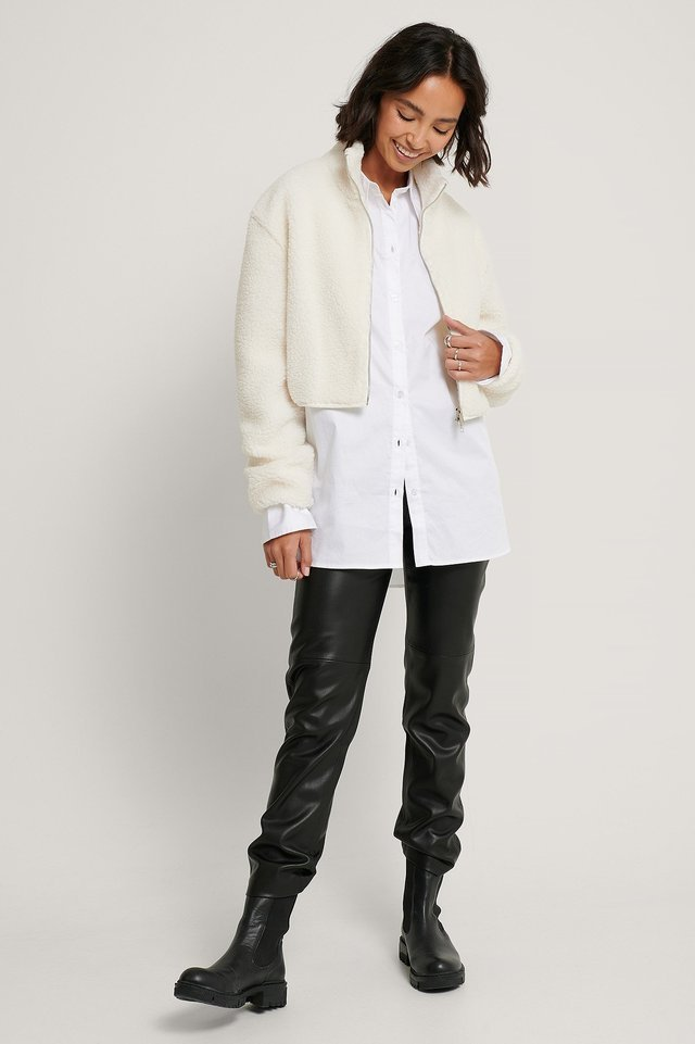 Short Teddy Two Way Zipper Jacket Offwhite.