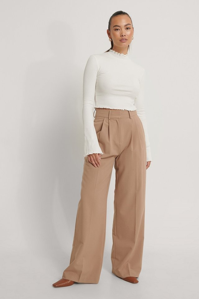 Cropped Babylock Trumpet Sleeve Top Outfit.