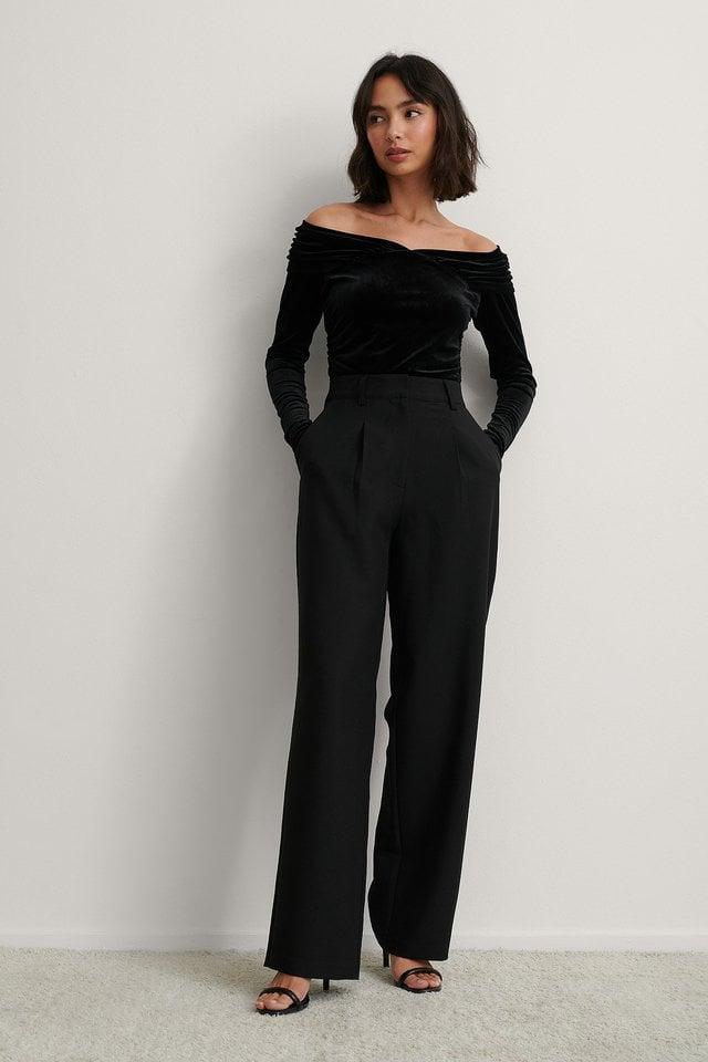 Bare Shoulder Velvet Body Outfit.