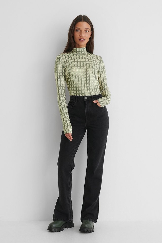Mid Waist Slit Jeans Black Outfit.