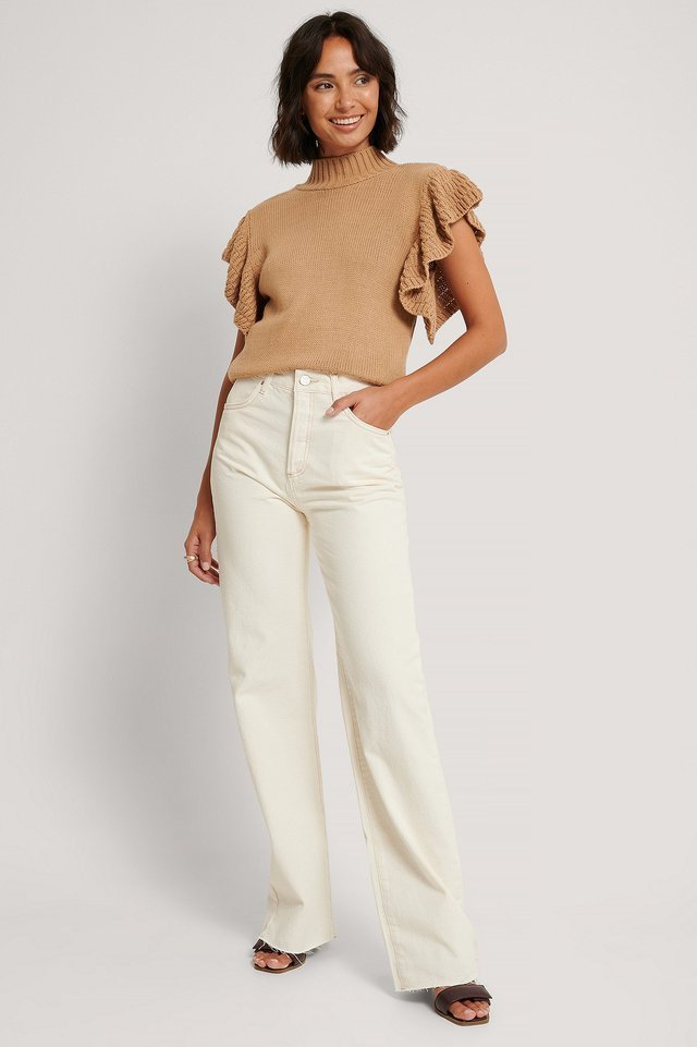Nora Jeans Beige Outfit.