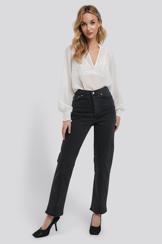 Straight High Waist Jeans Grey Outfit.