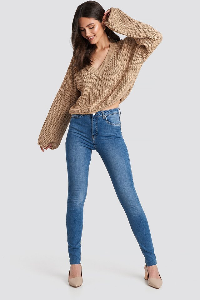 Cropped V-neck Knitted Sweater Outfit.