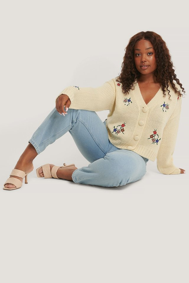Embroidery Cropped Knitted Cardigan Outfit.