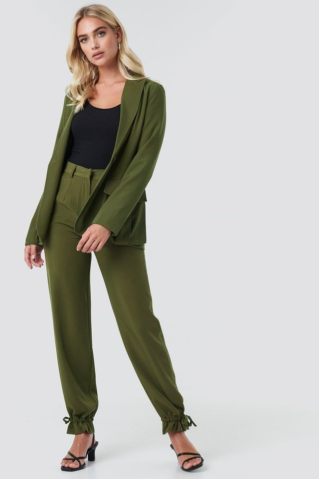 Front Pockets Single Button Blazer Outfit.