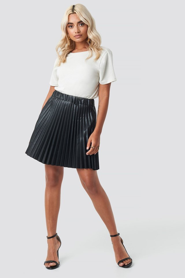 Faux Leather Pleated Mini Skirt Outfit.
