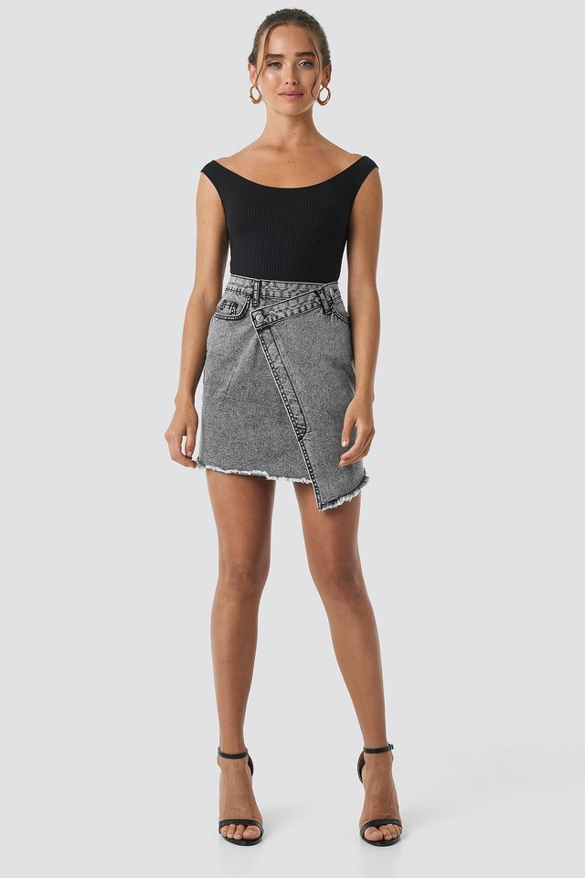 Assymetric Closure Denim Skirt Outfit.