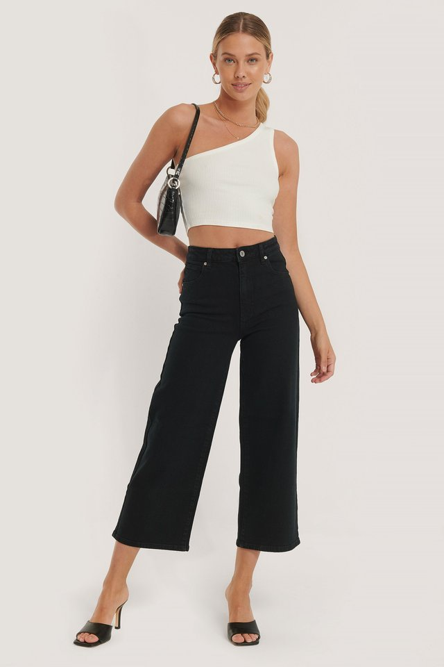 A Street Aline Crop Jeans Black Outfit.