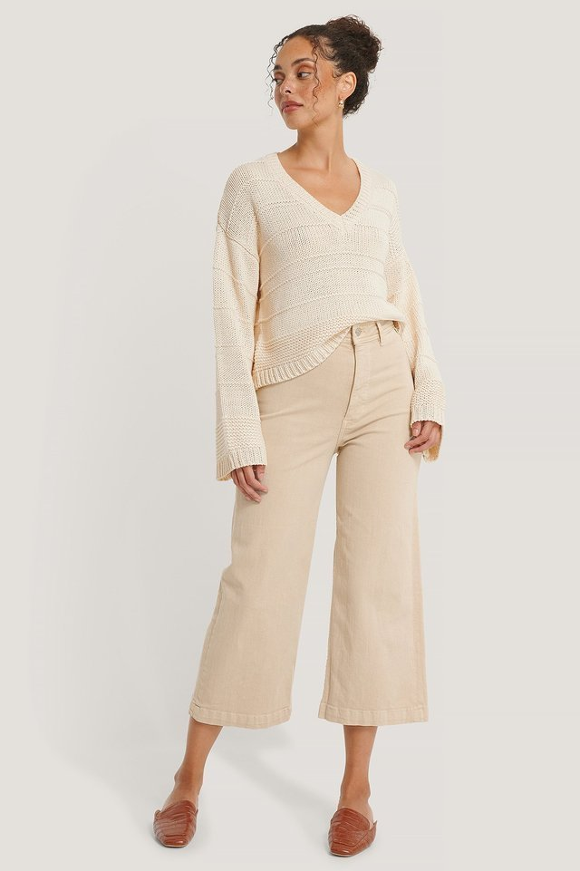 Carlota Jeans Beige Outfit.