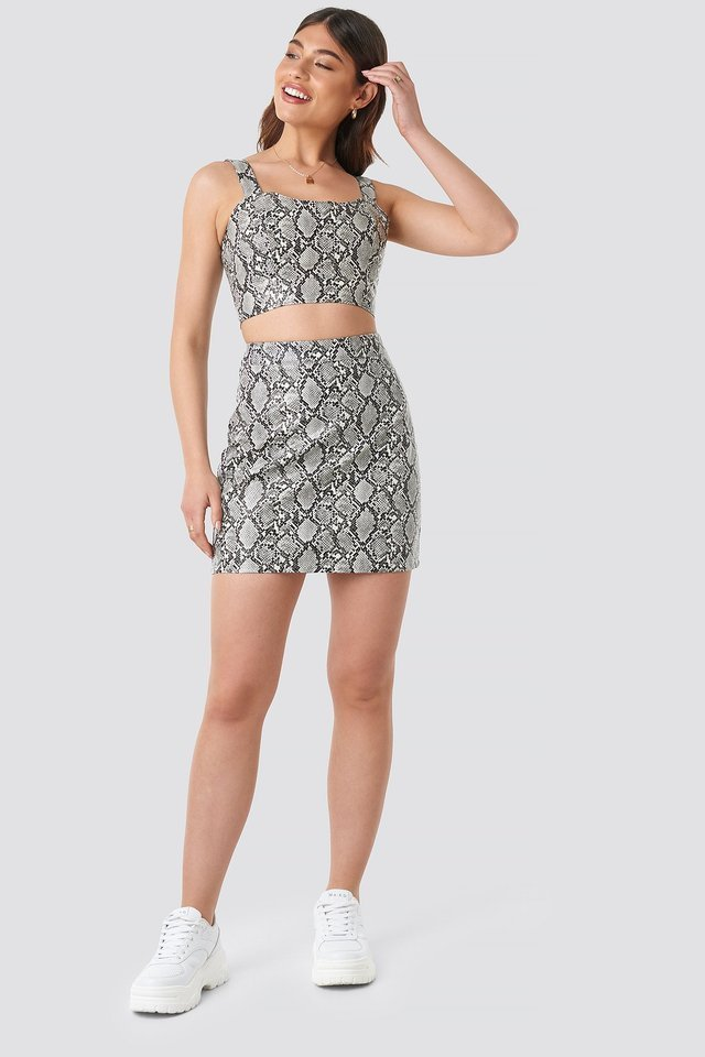 Snake Printed PU Mini Skirt Outfit.