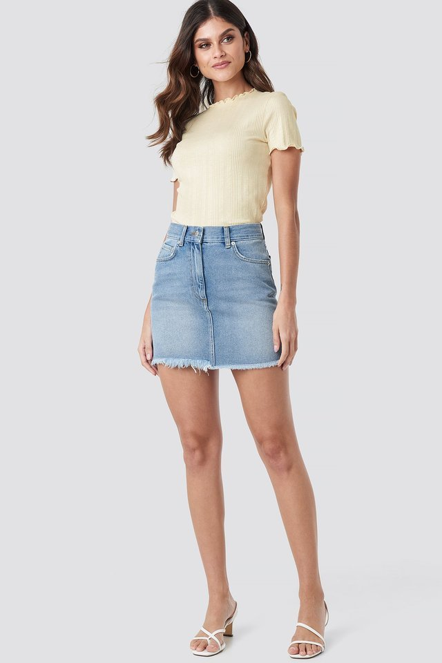 High Waist Raw Hem Denim Skirt Outfit.