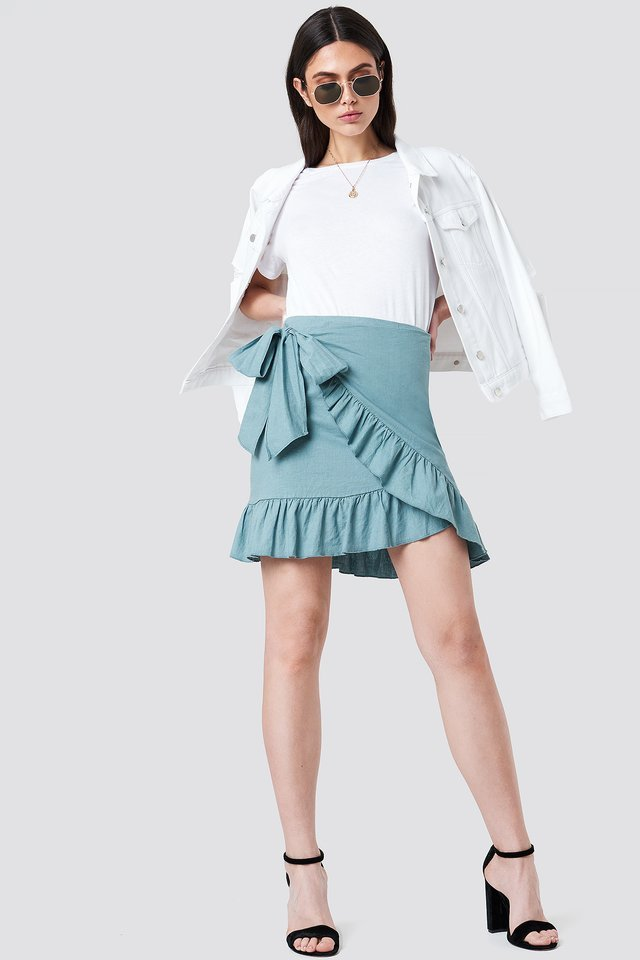 Side Knot Frill Skirt Outfit.