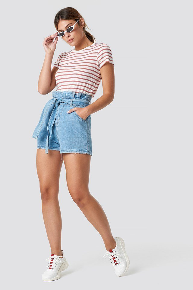 Cute Denim Shorts and T-shirt Outfit