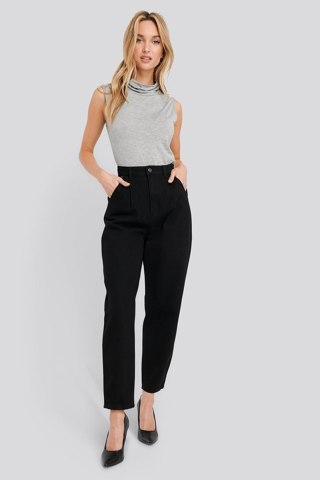 Cropped Balloon Leg Jeans Black Outfit.