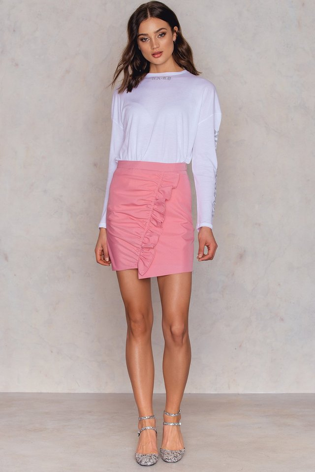 Side Frill Mini Skirt Outfit.