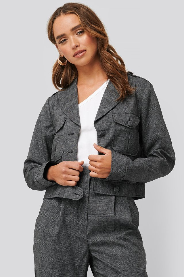 Short Plaid Buttoned Jacket Grey Outfit.