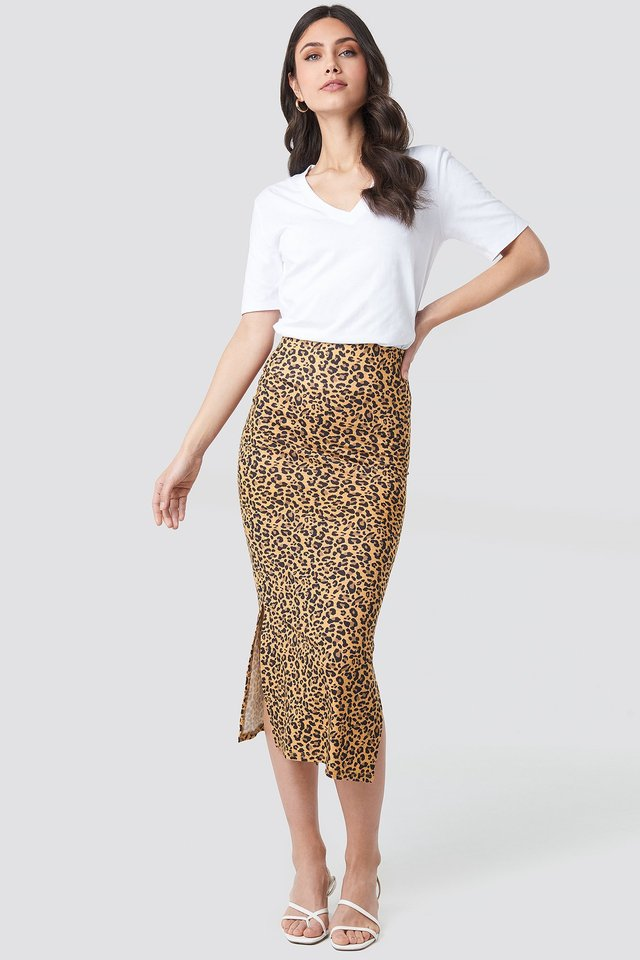 Jesey Side Slit Leo Printed Skirt Outfit.