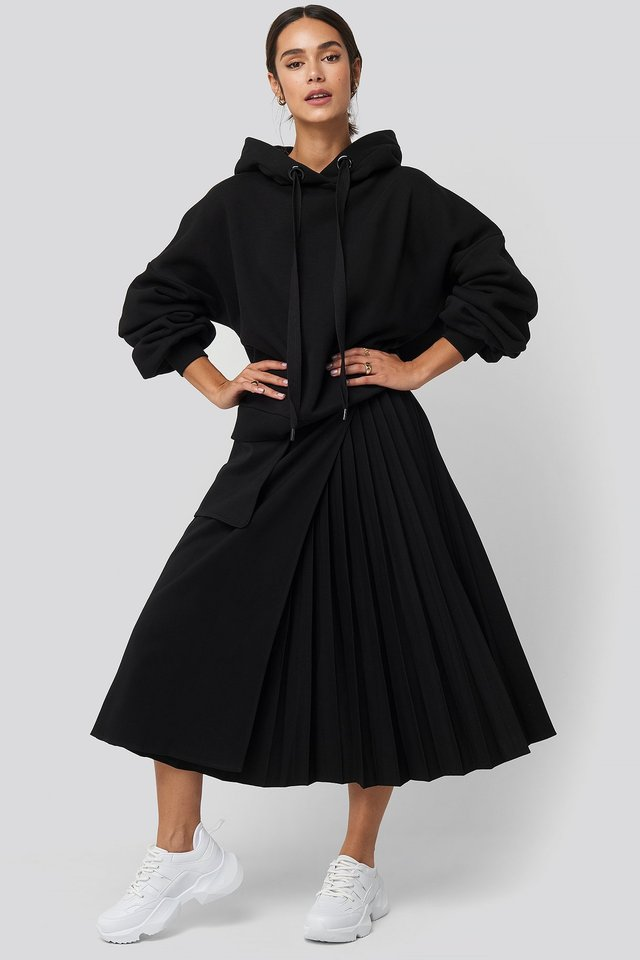Pleated Asymmetric Pocket Skirt Outfit.
