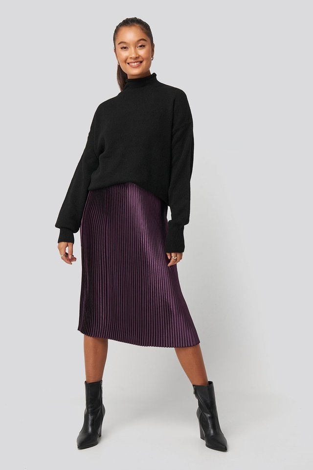 Shiny Pleated Skirt Outfit.