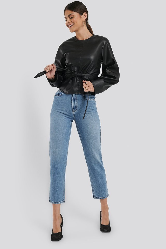 Highwaisted Straight Denim Blue Outfit.