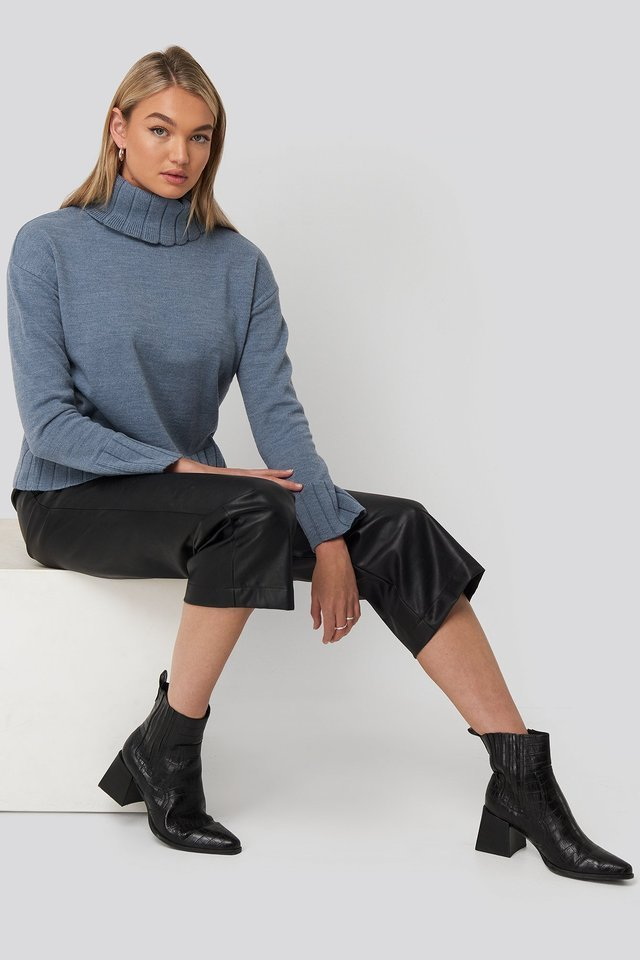 Slouchy Turtle Neck Sweater Outfit.