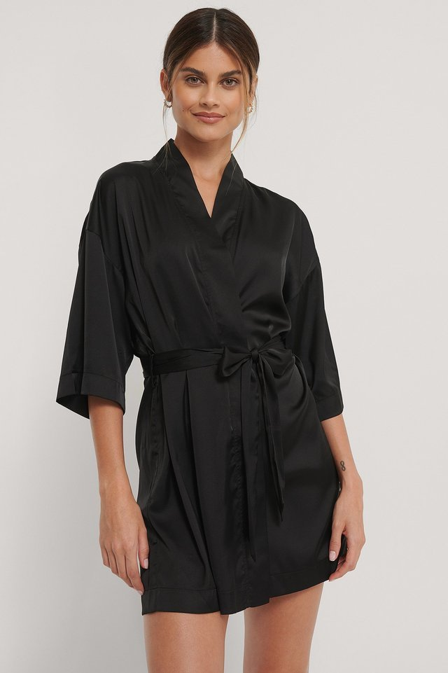 V-Cut Lace Kaftan Outfit.