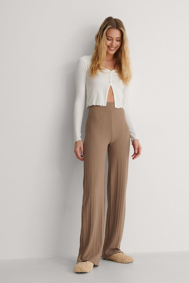Highwaist Ribbed Babylock Pants Outfit.