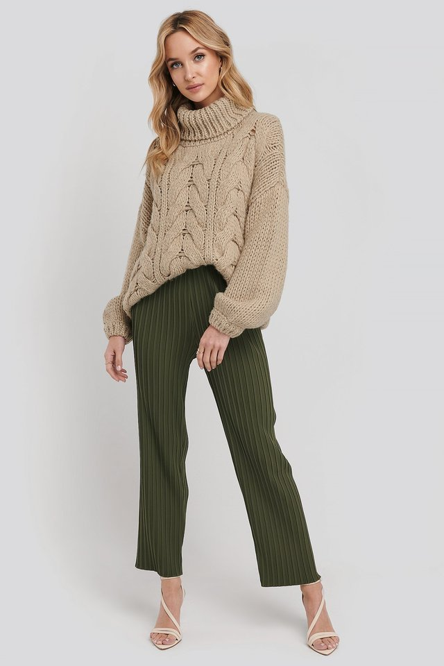 Elastic Waist Pleated Pants Outfit.