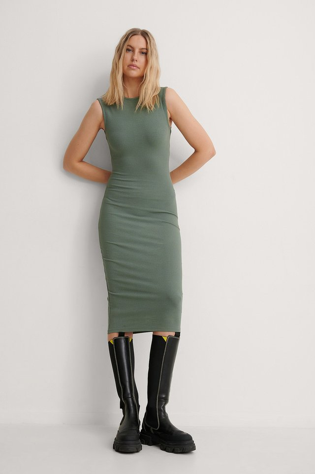 Ribbed Sleeveless Midi Dress Outfit.