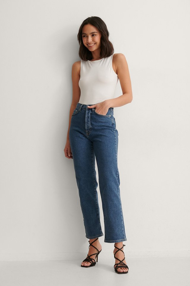 Straight High Waist Jeans Outfit