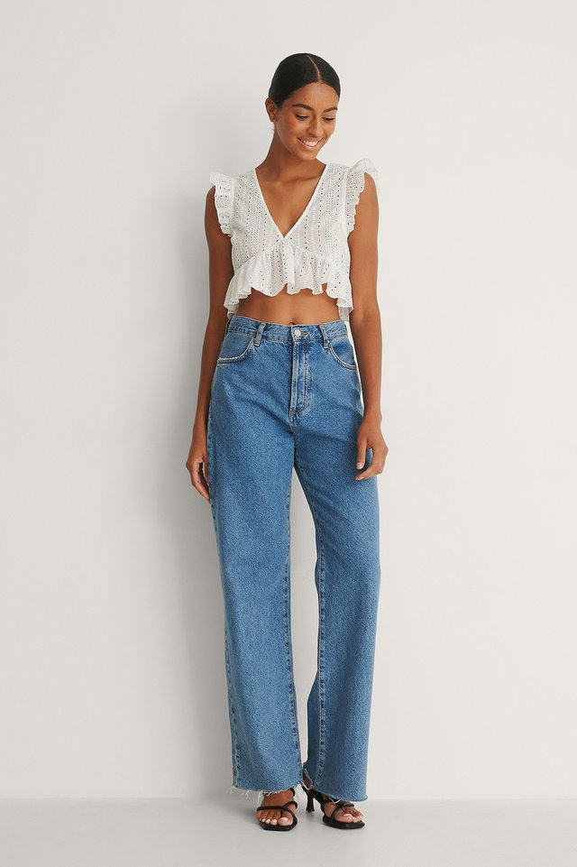 V-neck Anglaise Cropped Top Outfit