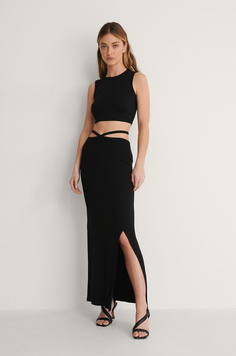 Black Detail Ruched Crop Top