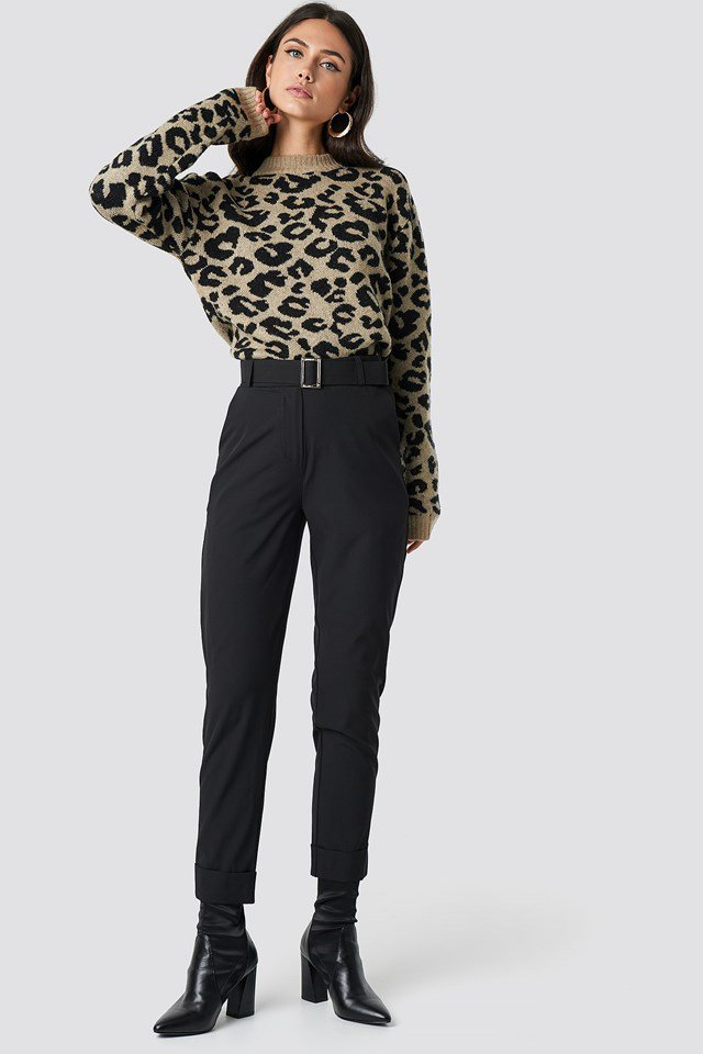 Leo Sweater X Black Pant Outfit