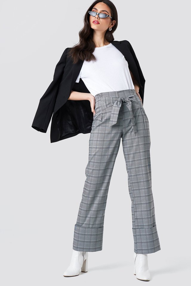 Simple Look with Checkered Front Knot Trousers