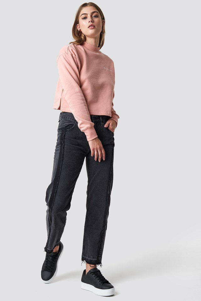 Pink Cropped Crewneck Sweatshirt Outfit
