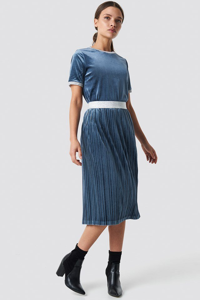 Naolin Tee Blue Outfit