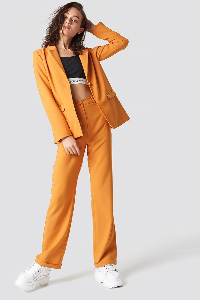 Bright single buttoned blazer outfit
