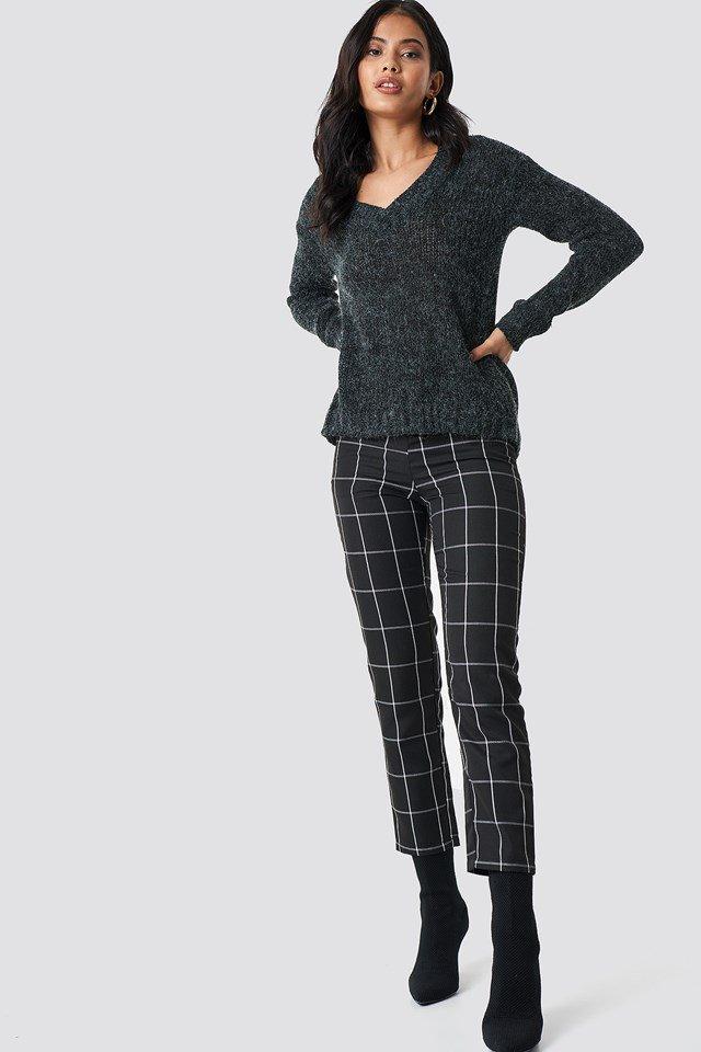 Cozy Emma V-neck knit outfit