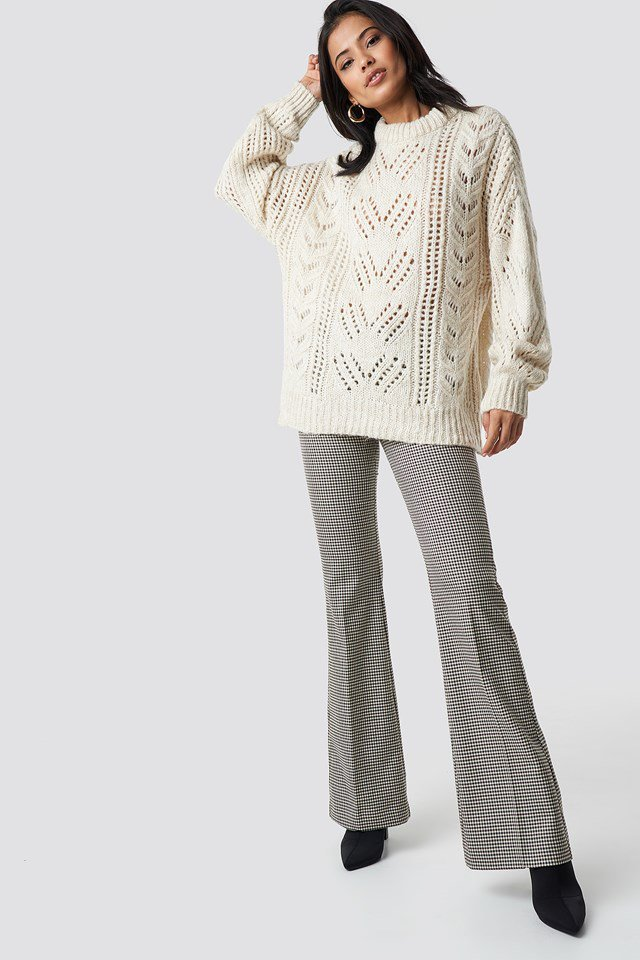 Detailed knitted pullover outfit