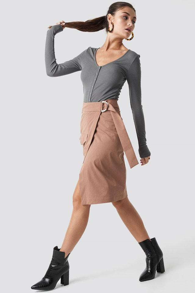Belted skirt outfit.