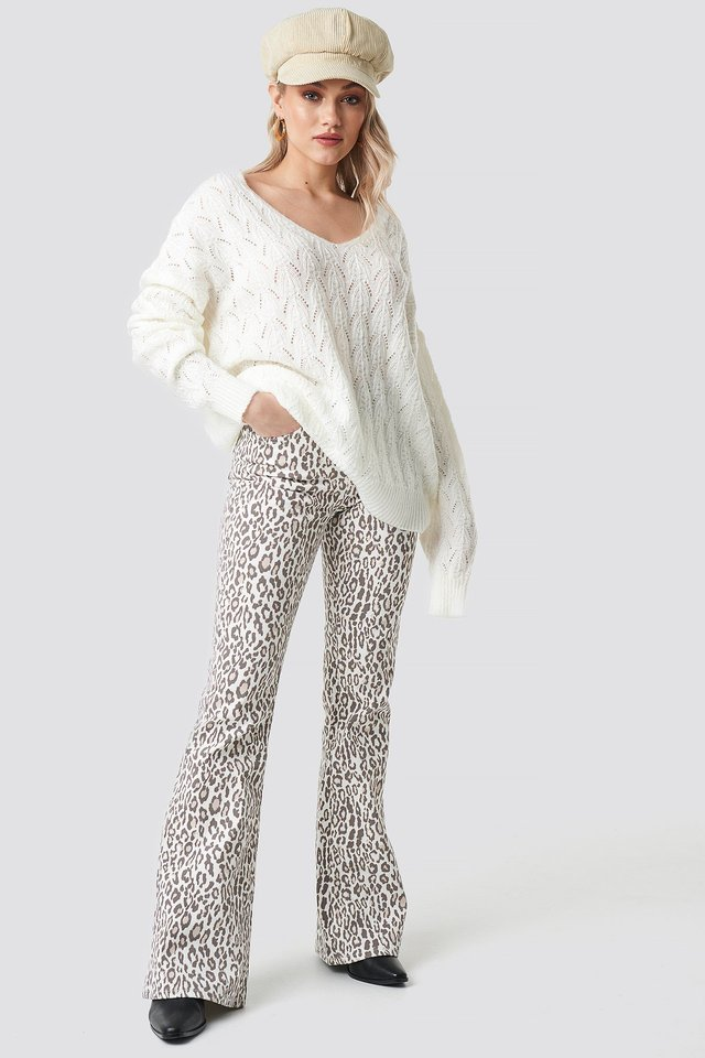 V-neck Pattern Knitted Sweater Outfit