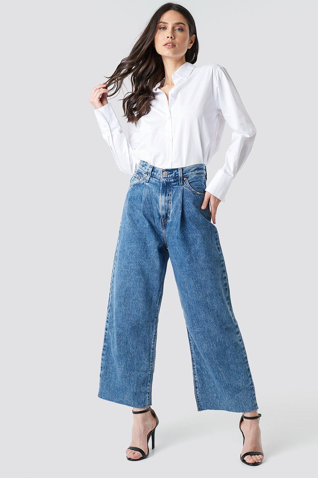 Pleated crop jeans outfit