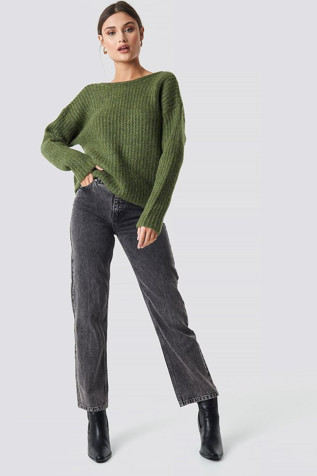 Boxy V-back Knitted Sweater Green Outfit