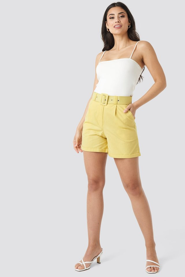 Yol Belt Detailed Shorts Outfit.