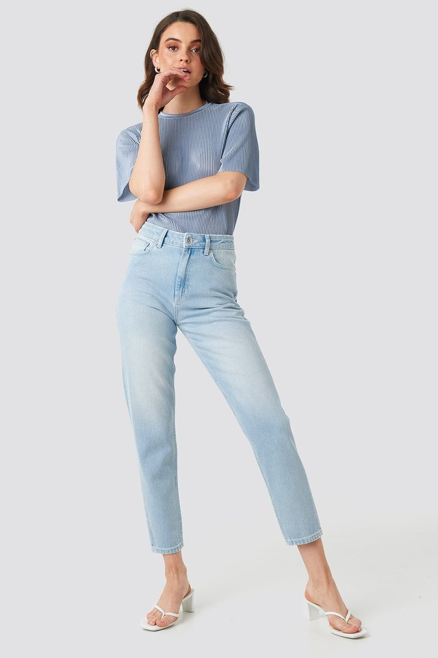 Ankle Mom Jeans Blue Outfit