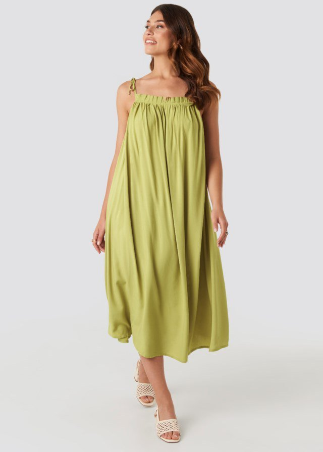 Flowing Straight Neck Midi Dress Green Outfit