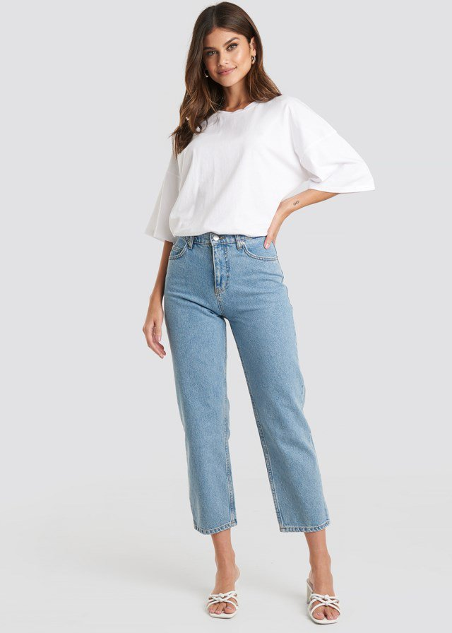 Straight Mom Jeans Blue Outfit