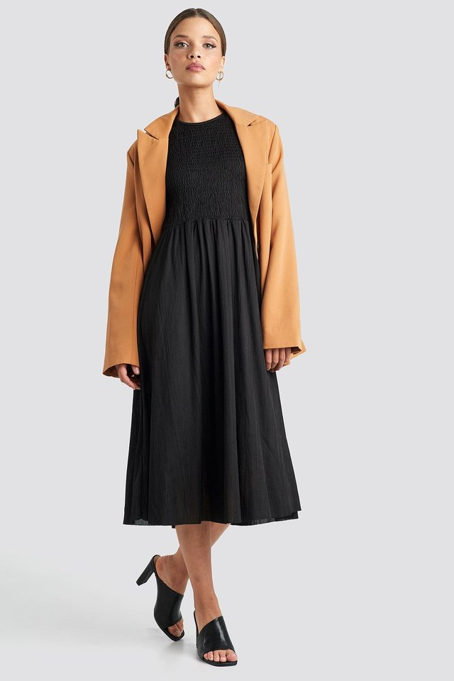 Guipure Shirred Midi Dress Black Outfit.